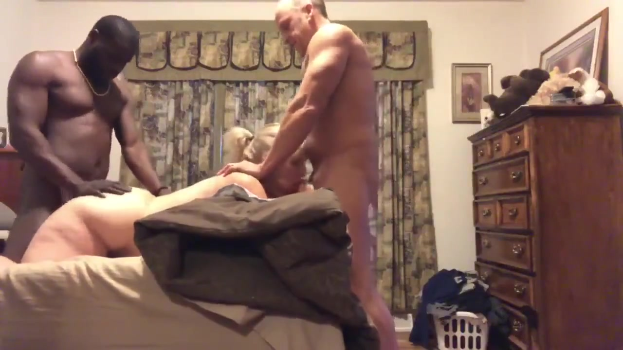 Amateur Husband Wife Threesome